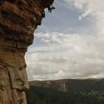 Un escalador local en la mesa de los santos.
