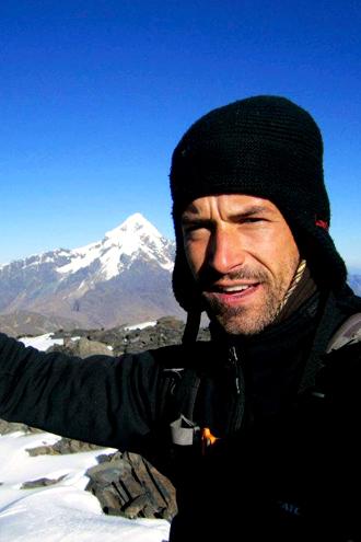 Jorge Gálvez, Perú