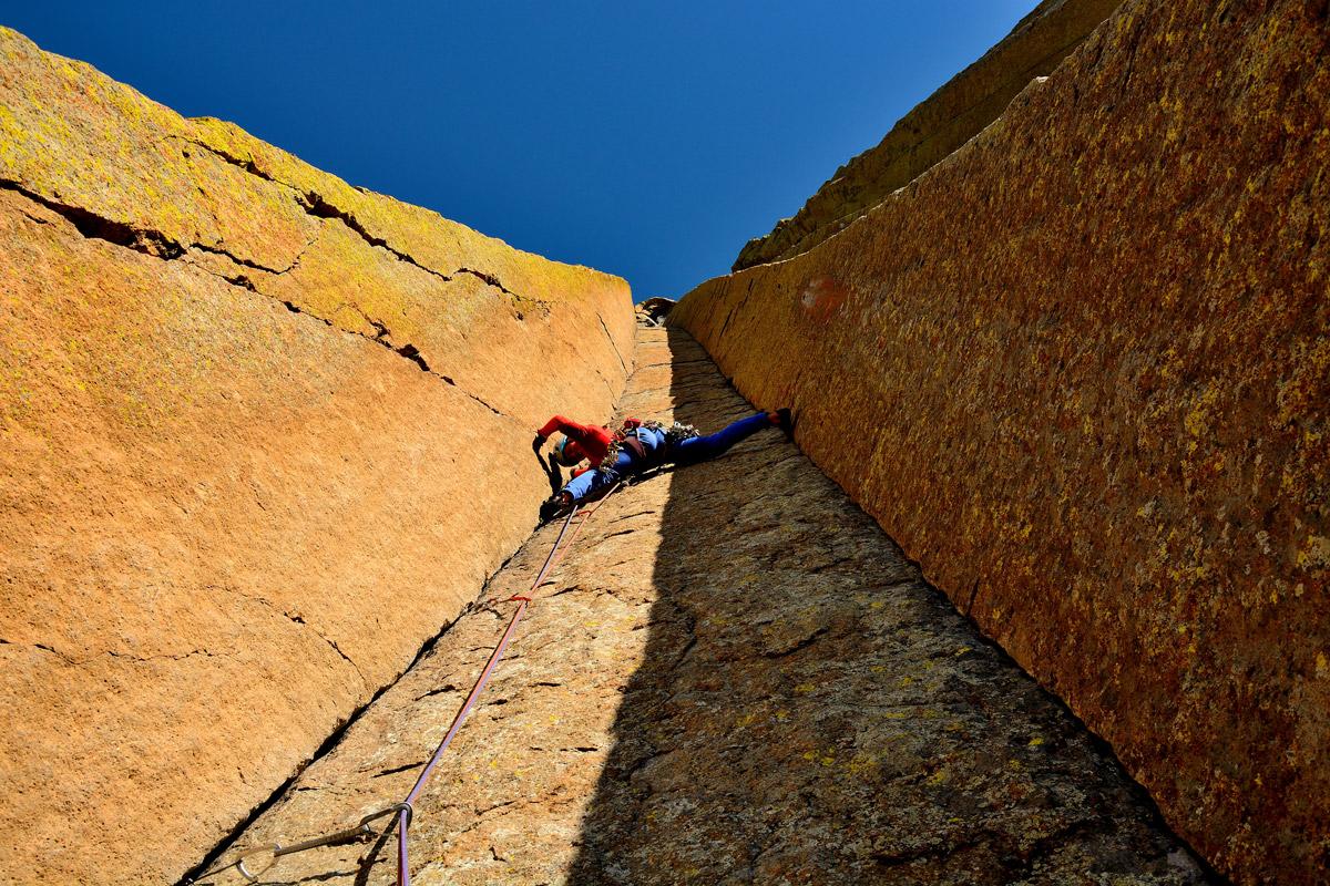 Rosario Toro escalando el matador