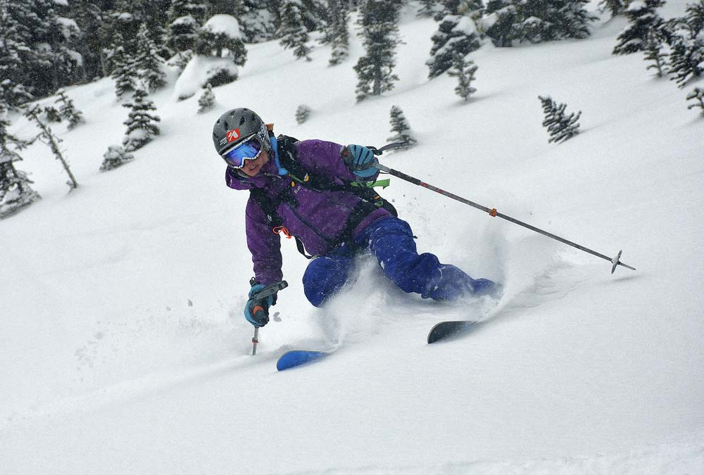 Esquiando nieve fresca en Ursus Trees. Foto: Diego Sáez